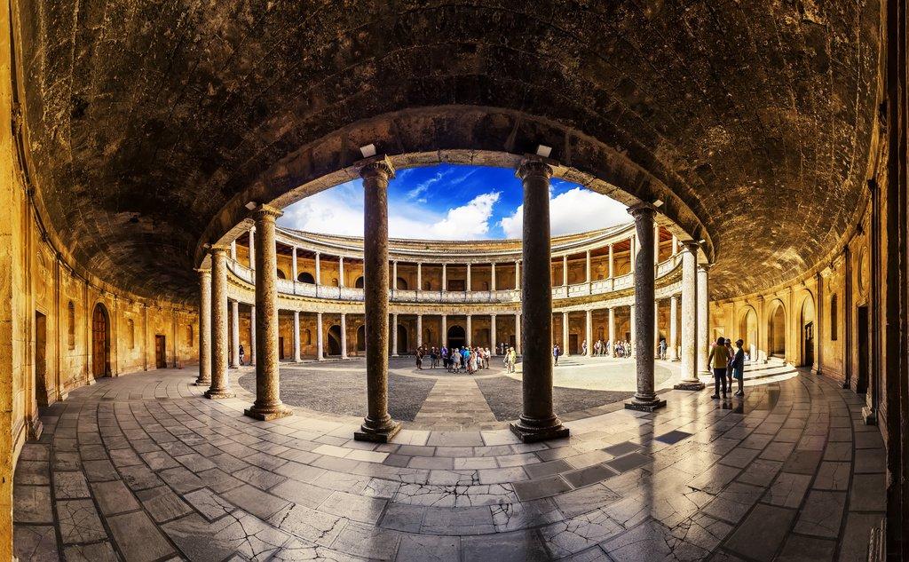 interior palacio carlos v