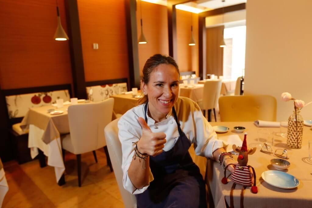lola marin en el restaurante granaino damasqueros